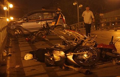 Toàn cảnh vụ tai nạn giao thông Cầu vượt Thái Hà (08/11/2015)