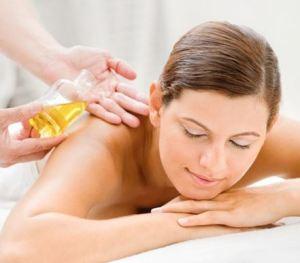 Massage với tinh dầu giúp chăm sóc da và làm đẹp da