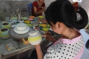 Sản xuất tại làng gốm Bát Tràng
