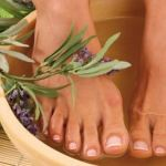 Ngâm chân, chăm sóc chân với tinh dầu thiên nhiên