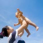 Cách tắm nắng cho trẻ sơ sinh luôn khỏe mạnh và không vàng da