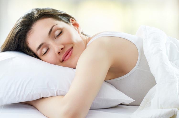 Giấc ngủ ngon hơn với tinh dầu thơm trong phòng