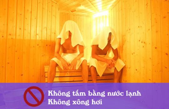 Sốt xuất huyết vẫn có thể tắm tuy nhiên không được tắm bằng nước lạnh và xông hơi