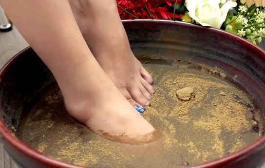 Ngâm chân với bột quế giúp đả thông kinh lạc, chống phong hàn, cảm cúm, nâng cao sức đề kháng của cơ thể