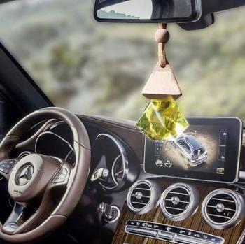 Tinh dầu quế treo xe giúp tạo hương thơm, khử mùi hôi, chống say xe