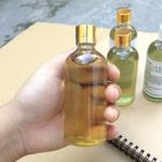 Tinh dầu tràm trên thị trường có nhiều loại khiến các mẹ băn khoăn nên chọn loại nào tốt nhất để dùng cho bé